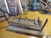 前桐箪笥の上置きが框ざしの場合、手間がかかり修理も大変です。