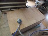 昨日洗った側板、裏板にサンダーをかけ汚れ取りをします。