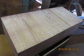 引出底板に埋め木修理をするため溝突きをします。