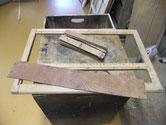引戸に欅の板が縦並びで18枚あり外し戸枠もほぞ抜き準備しました。