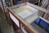 前板に引出本体を作り組み上げ本体に仕込む修理です。