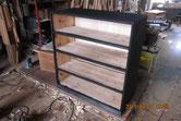 箪笥本体の胴縁、棚板に板を貼り木地調整後寝下塗りをしました。