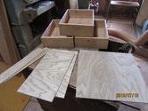 引出の木地出しと板戸は新しく同じ材で作り直しました。