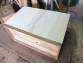 桐タンスの裏板を桐板に貼替ました。土台部分は桐板を貼り明日共板に代わります。