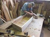 徳島より修理依頼を頂いた時代箪笥の中引出の前板交換接合後の仕込みに入りました。
