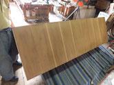 大きな時代箪笥で大変です。上置き裏板の汚れ落としをしました。