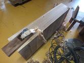 引き出しの前面を鉋を掛けます。削りシロが薄いですが、粗削りと仕上げ削りと二度かけます。