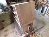 この箪笥は前桐箪笥ですので側板を削ることが難しいです。