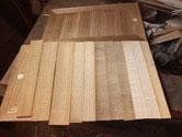 桐たんすの引出に新しい柾板を貼り正面は新品の様な物になります。
