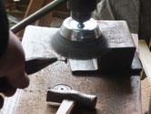 時代箪笥の飾り金物に使う太鼓鋲です。錆を落とし色を塗ります。