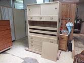 桐箪笥の引き戸金物、取っ手金物、横金物が打ち終わりました。
