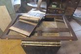 天板、棚板、裏板と順番に剥がし側板を取りパーツに分かれました。