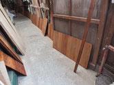 大阪市より修理依頼の水屋戸棚の棚板、底板、裏板をオイル塗装しました。