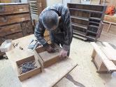 山口県より修理依頼の時代箪笥の金物外しです。