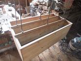 桐タンス本体の胴縁の桐貼りが完了したため棚板の桐貼りを始めました。