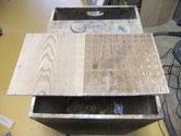 引出戸板の汚れを削り磨きだした物と磨きだす前の物です。