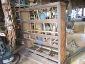 名古屋市より修理依頼の水屋戸棚の分解の続きですが、汚れが強い為、汚れを落し釘を探します。