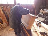 関市より修理依頼の時代箪笥の引出の作り直しをしています。
