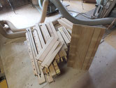 分解したパーツの割れ、欠けを修理して木地調整を終えました。
