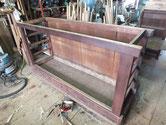 大阪市より修理依頼の水屋戸棚の分解に入り骨組みになりました。