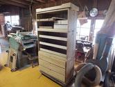 桐たんすの引出、本体にカルカヤをかけ後は塗り工程に入るばかりです。