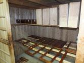 時代箪笥の引出の漆塗りと水屋戸棚戸枠他を漆塗りしました。