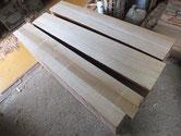 桐たんすの表面の柾桐が薄い為、新たに柾板を貼りました。