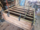 胴縁、棚板を鉋で削りつけ接地面を作り新しい板を貼りました。