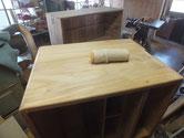 本体側板の木地調整をしてカルカヤをかけて杢目を立てます。