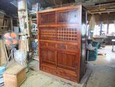 菰野町より修理依頼の水屋戸棚の裏板、引出金物を打ち完成となりました。