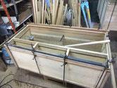 桐たんすの胴縁貼り四方貼り柾貼り付け完了です。明日内部の貼り付けに成ります。