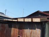 桐たんすの引出の荒洗いと洗剤洗いを終え天日乾燥をします。