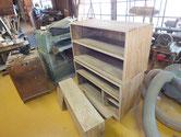 武豊町より修理依頼の時代箪笥の木地が仕上がったので柿渋を塗りました。