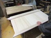 笠松町より修理依頼の桐たんすのテレビ台に作り変えるため天板を作っています。