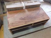 文机の木地調整が済み柿渋下塗りをしました。