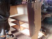黒檀タンスの本体側板の鉋がけをしました。一間箪笥のため削り付けは二人でします。