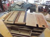 時代箪笥の木地調整を終え白木地が完成し柿渋を塗りました。