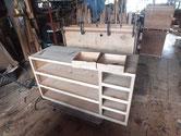 昨日貼った胴縁、棚板が乾き下段の完成です。
