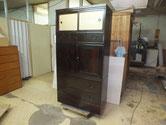 名古屋市より修理依頼の黒檀箪笥の金物打ちが終わり完成となりました。