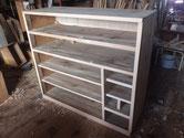 全面の胴縁、棚板は欠けが多く新し板で角を出します。