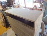 天板に新しい板を作り貼り付け全体の木地調整が終わりました。