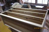 中段の棚板、胴縁の面に新しい桐板を貼り前面が出来上がりました。
