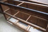 天板、中棚、底板の釘を抜き板外しをしました。
