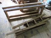 名古屋市より修理依頼の水屋戸棚の分解が始まりました。ネズミに齧られている所が多く埋め木修理をします。