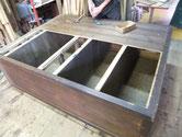 三重より修理依頼の水屋戸棚の分解が始まりました。奥行が大きく釘が手作り釘のため抜くのが大変です。