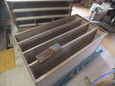 裏板、側板の木地調整を済ませ棚板は鉋がけです。