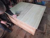 裏板が割れやすい作りのため台輪を作り新しい桐板を貼の増した。