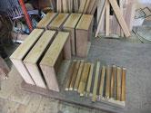 木地調整敷かせ終わったケヤキ前板に柿渋を塗り乾燥させています。
