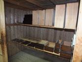 東京都より修理依頼の時代箪笥の前板の漆塗りを重ねています。