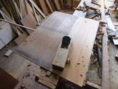 裏板が割れていて削りやすい為、綺麗にしてから接合します。